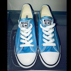 Converse all star blue canvas low top shoe NWOT